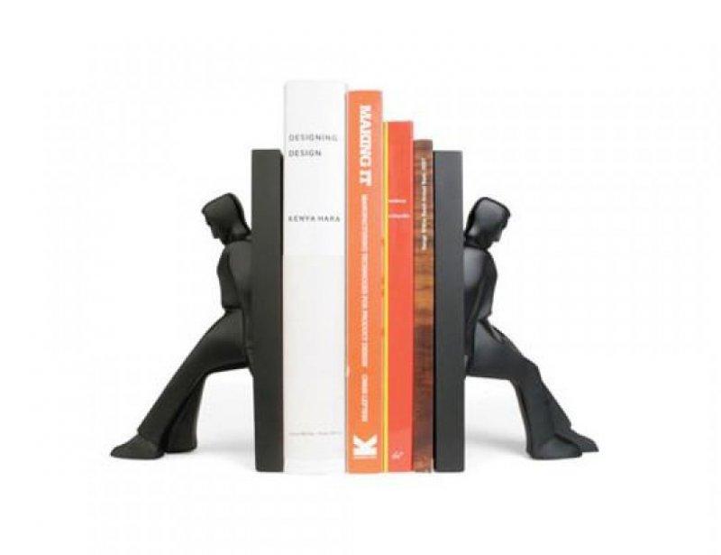 Stylové zarážky na knihy - Opírající se muži