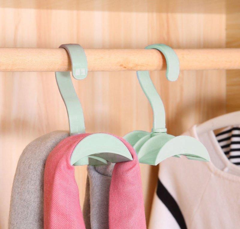 Praktický věšák do skříně - zelený