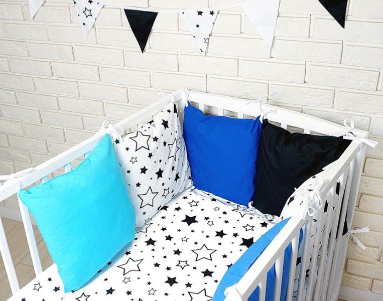 baby-nellys-polstarkovy-mantinel-s-povlecenim-hvezdicky-cerna-bila-modra-120x90