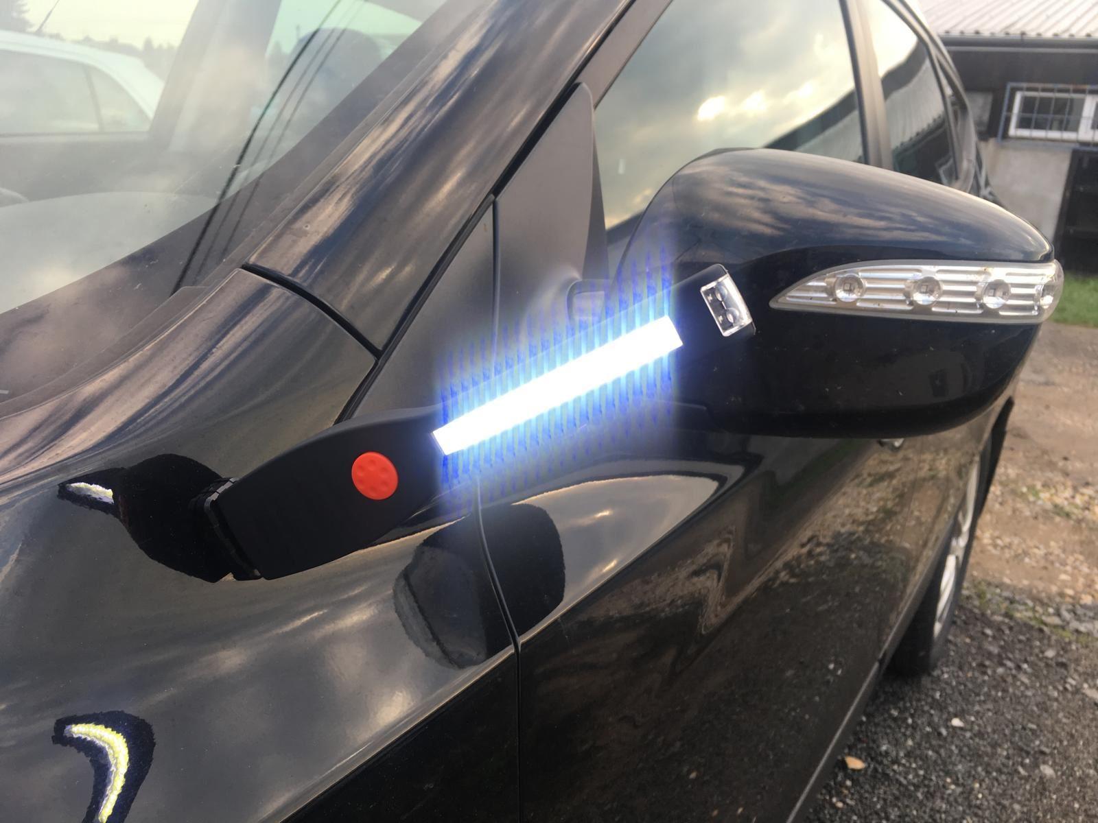 COB LED svítilna s magnetem