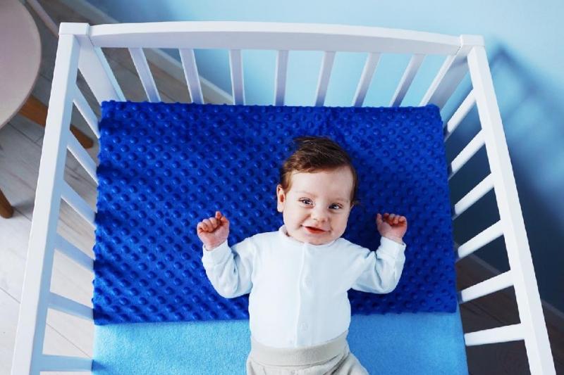Baby Nellys Zvýšená poloha - Klín - minky zelená