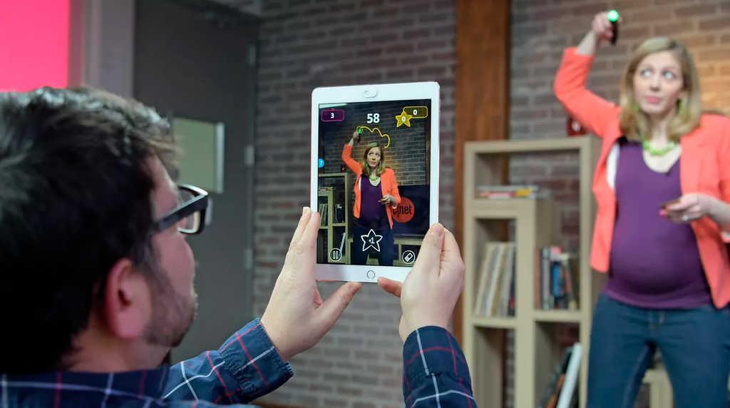 MATTEL Hra elektronická Pictonary Air interaktivní kreslení do vzduchu na baterie