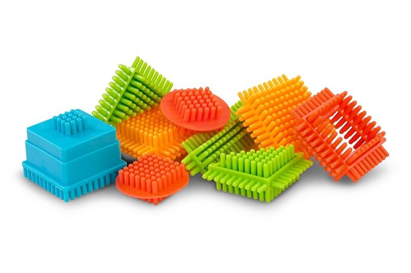 Plastové kostičky Spiky Vláček, 87 dílků