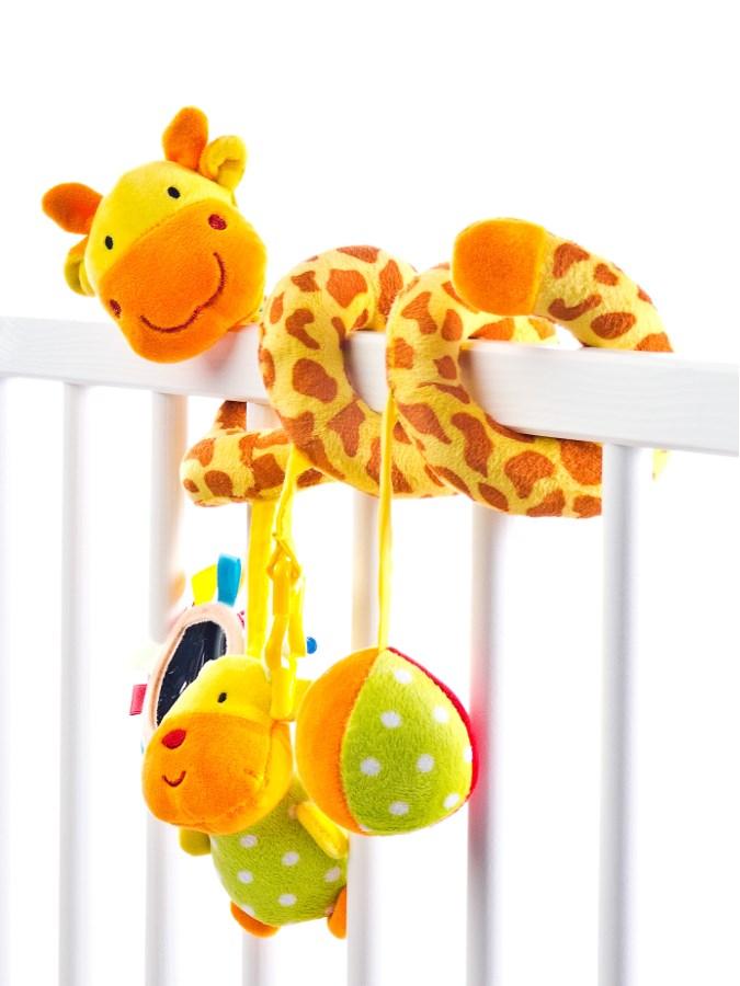 Hračka na postýlku spirála Sensillo Žirafa - žlutá