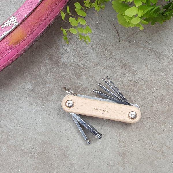 Kapesní nářadí na opravu kola