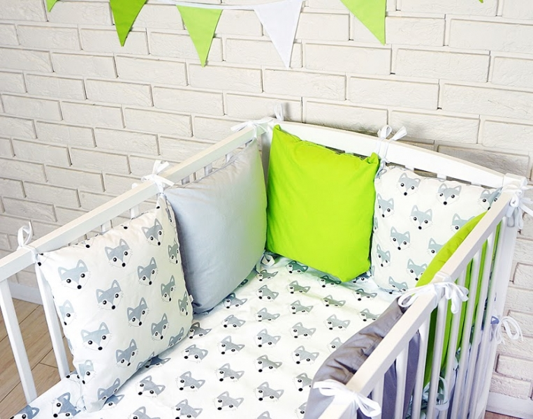 baby-nellys-polstarkovy-mantinel-s-povlecenim-listicky-seda-bila-zelena-120x90