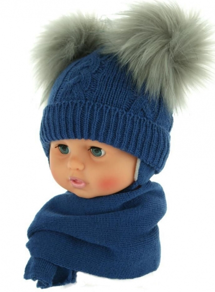 Zimní čepička s šálou - chlupáčkové bambulky - tm. modrá - 0/4měsíců