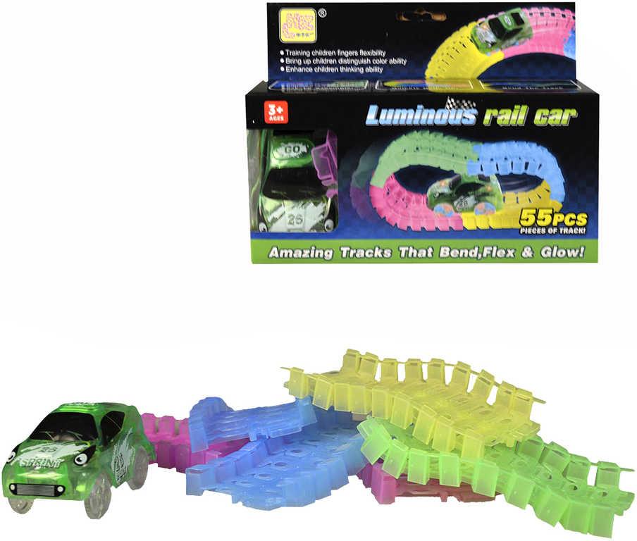 Autodráha ve tmě svítící na baterie set s autíčkem 9cm 55 dílků Světlo v krabici