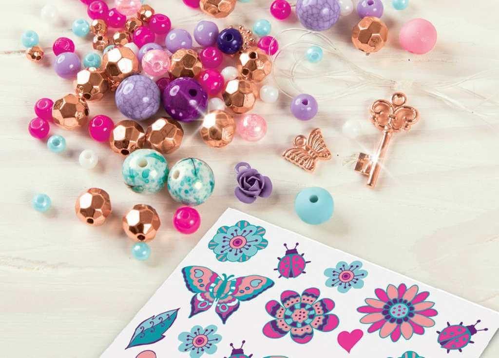 Náramky a tetování květiny dětský kreativní set s korálky a doplňky