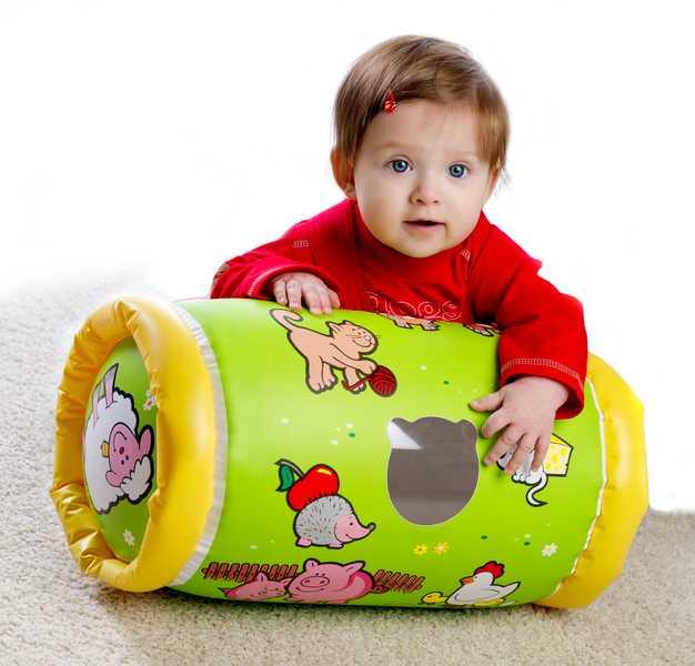 Válec na lezení ZVÍŘÁTKA s rolničkou pro miminko