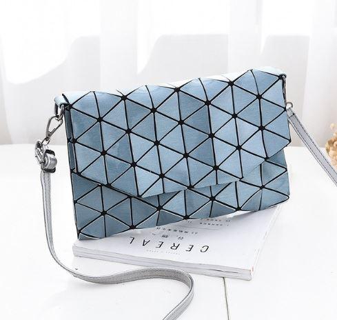 Geometrická kabelka - lesklá modrá