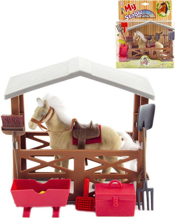 Kůň flískový herní set se stájí a doplňky na kartě plast