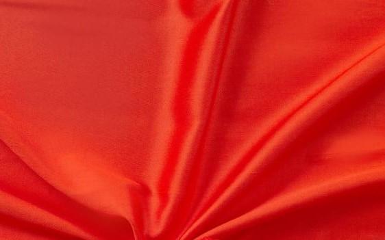 Červené saténové prostěradlo 140x230 plachta bez gumy