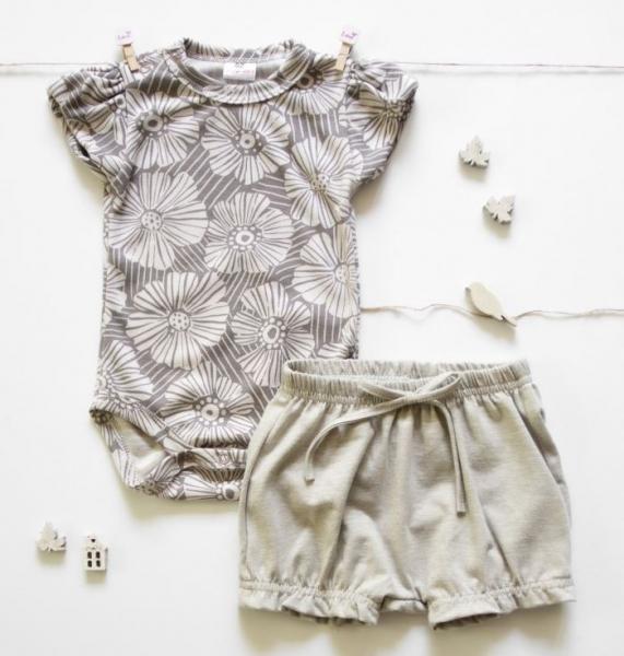 k-baby-2-dilna-detska-sada-body-s-kratasky-girl-flowers-seda-bezova-62-2-3m