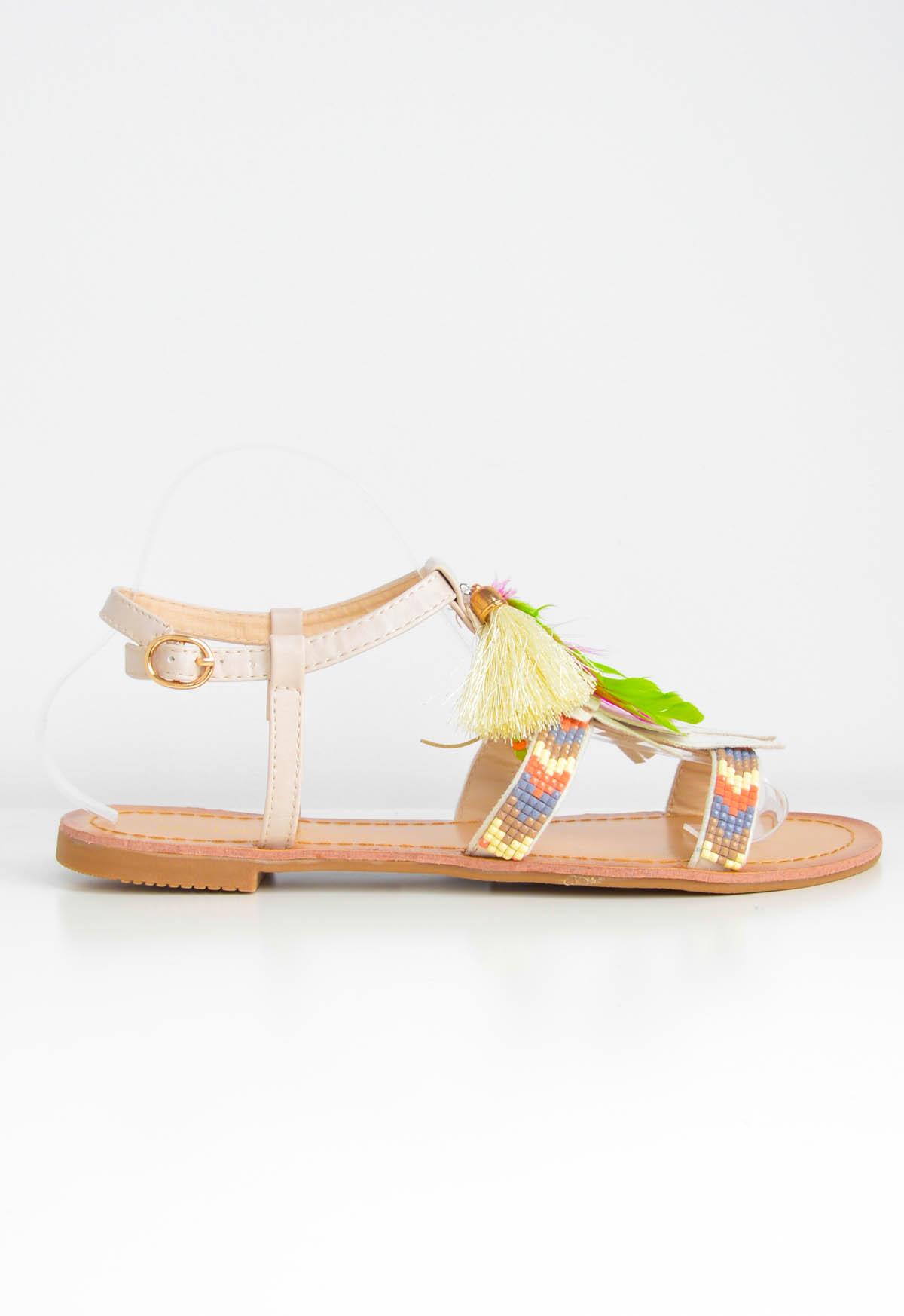 Ploché sandály se střapci