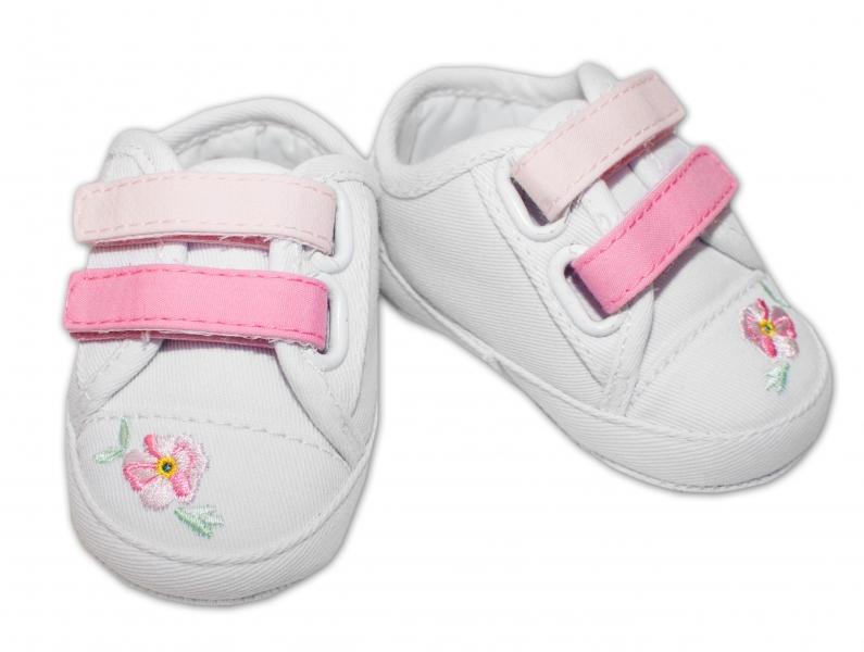 YO ! Kojenecké boty/capáčky s výšivkou kytiček