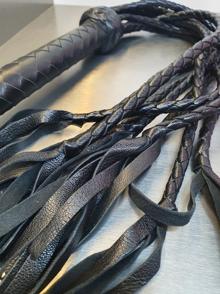 Luxusní kožený bič s třásněmi