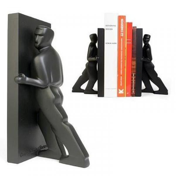 Stylové zarážky na knihy - Tlačící muži
