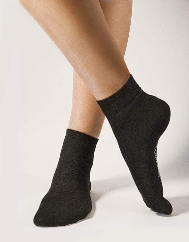 GINA dámské ponožky střední, bezešvé, jednobarevné Bambusové ponožky 82004P - černá