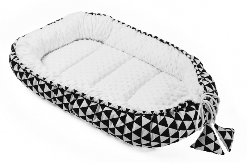 baby-nellys-oboustranne-hnizdecko-kokon-minky-60x90cm-geometrie-trojuhelnicky