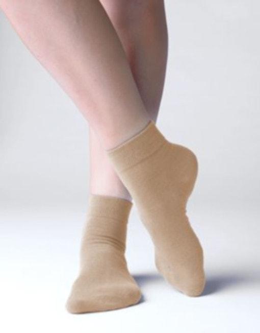 GINA dámské ponožky střední, bezešvé, jednobarevné Bambusové ponožky 82004P - koňak