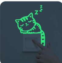 Svítící nálepka nad vypínač - kočka