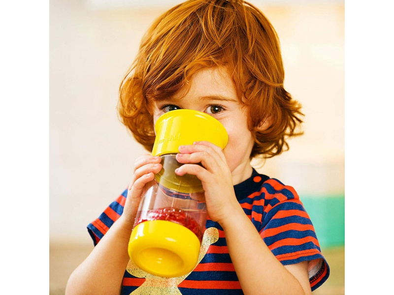 Munchkin - Netekoucí hrnek s infuzérem 414 ml - žlutý