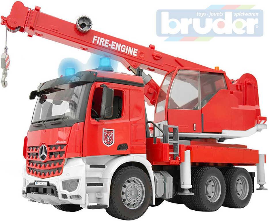 BRUDER 03675 Auto jeřáb funkční červený MB Arocs hasiči Světlo Zvuk 1:16