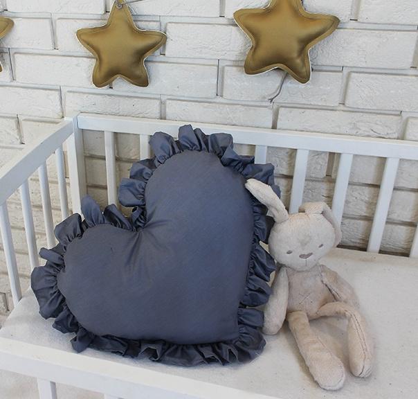 baby-nellys-dekoracni-oboustranny-polstarek-srdce-45-x-40-cm-tmave-sede