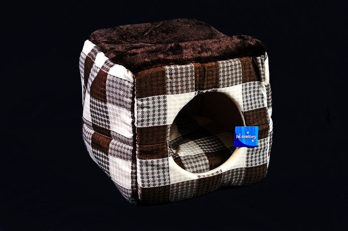 Hnědobéžový pelech / bouda - 35x35 cm