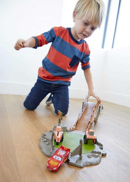MATTEL Dráha tréninková Cars 3 (Auta) herní set s autíčkem a doplňky