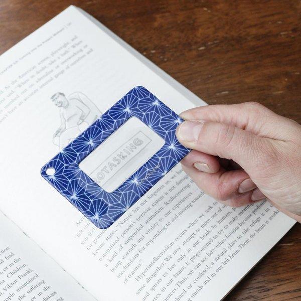 Designová karta s lupou