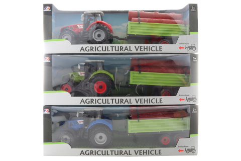 Traktor se dřevem