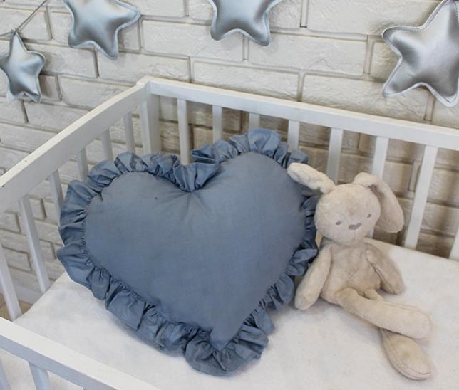Baby Nellys Dekorační oboustranný polštářek - Srdce, 45 x 40 cm - světle šedé