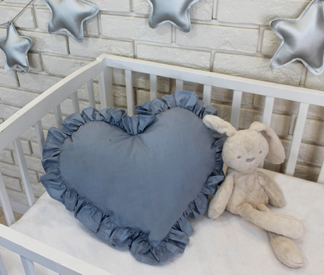 baby-nellys-dekoracni-oboustranny-polstarek-srdce-45-x-40-cm-svetle-sede