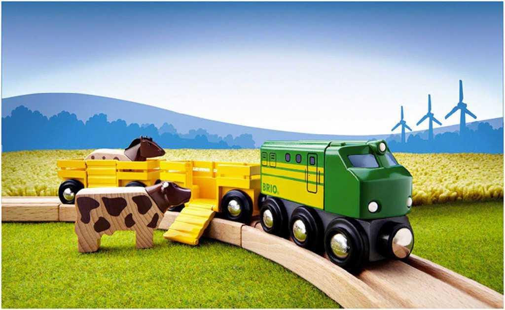 BRIO DŘEVO Vlak na přepravu zvířat set mašinka + 2 vagonky se zvířátky