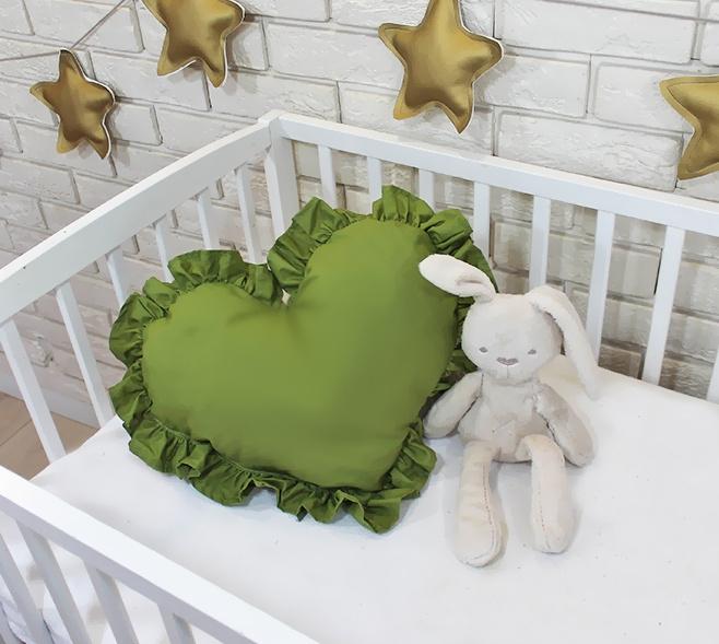 baby-nellys-dekoracni-oboustranny-polstarek-srdce-45-x-40-cm-olivove-zelene