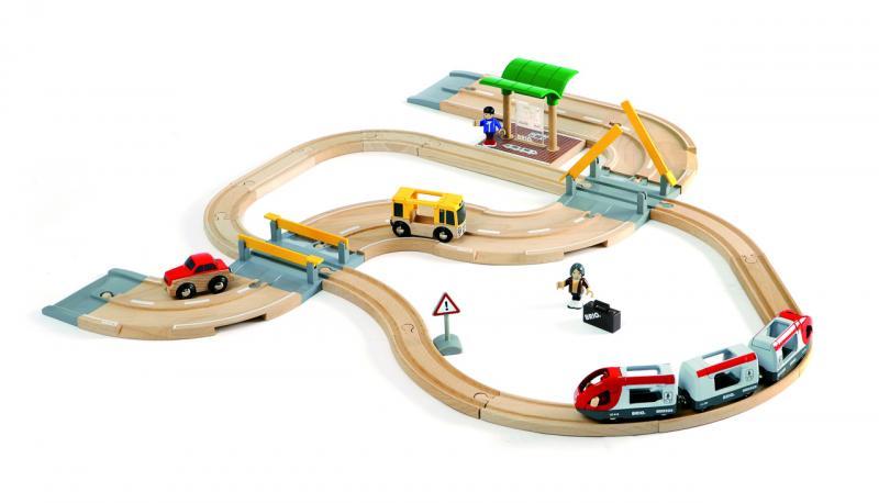 Vláčkodráha s os. vlakem, závorami a silničním přejezdem, 33 dílů
