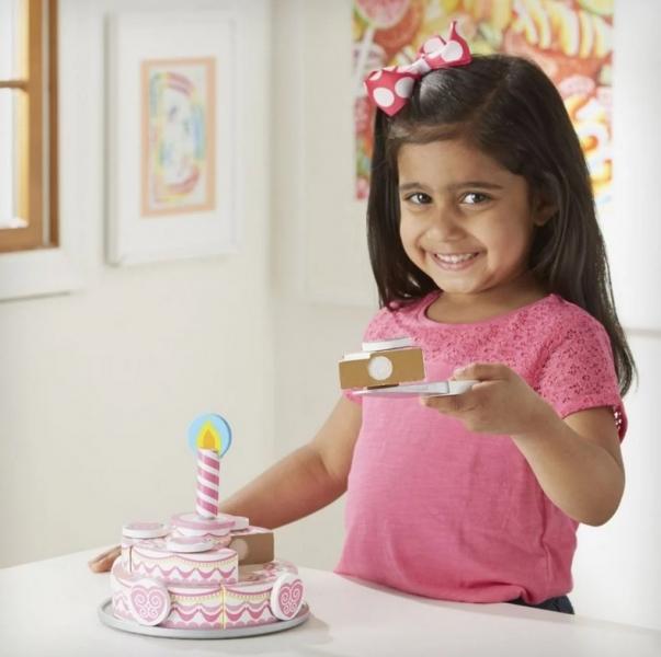 Melissa&Doug Dvouvrstvý dřevěný narozeninový dort na hraní, růžový