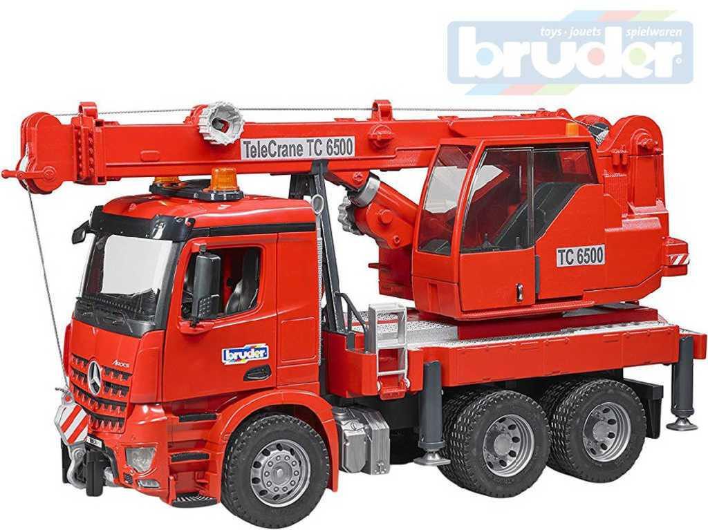 BRUDER 03670 Auto jeřáb funkční červený MB Arocs hasiči