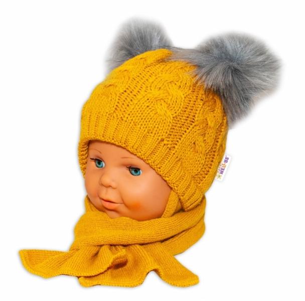 BABY NELLYS Zimní čepička s šálou - chlupáčkové bambulky - hořčicová - 6/18měsíců