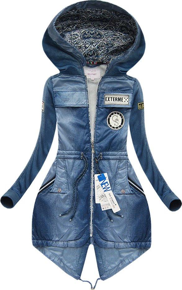 Modrá mikina s nášivkami a kapucí 1 (66706)