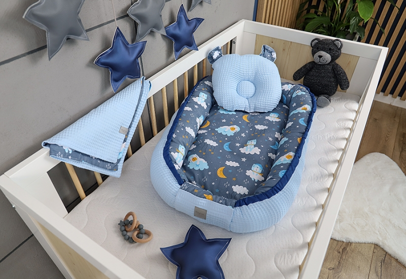 baby-nellys-sada-komplet-oboustr-hnizdecko-vafel-60-x-90-cm-medvidek-na-mracku-modra