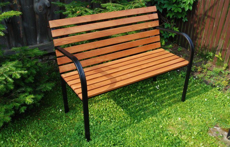 Parková lavice dřevěná s železnou kostrou
