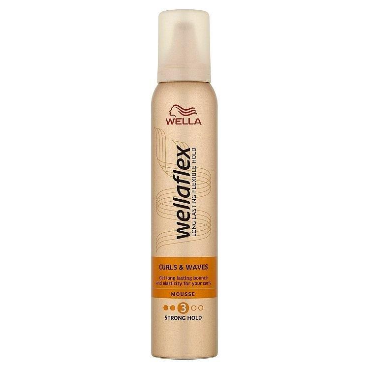 Wellaflex Curls & Waves pěnové tužidlo na kudrnaté vlasy 200 ml