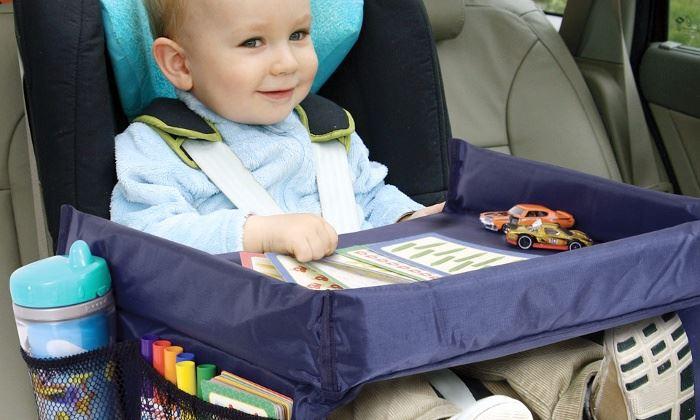 Mobilní stoleček do auta