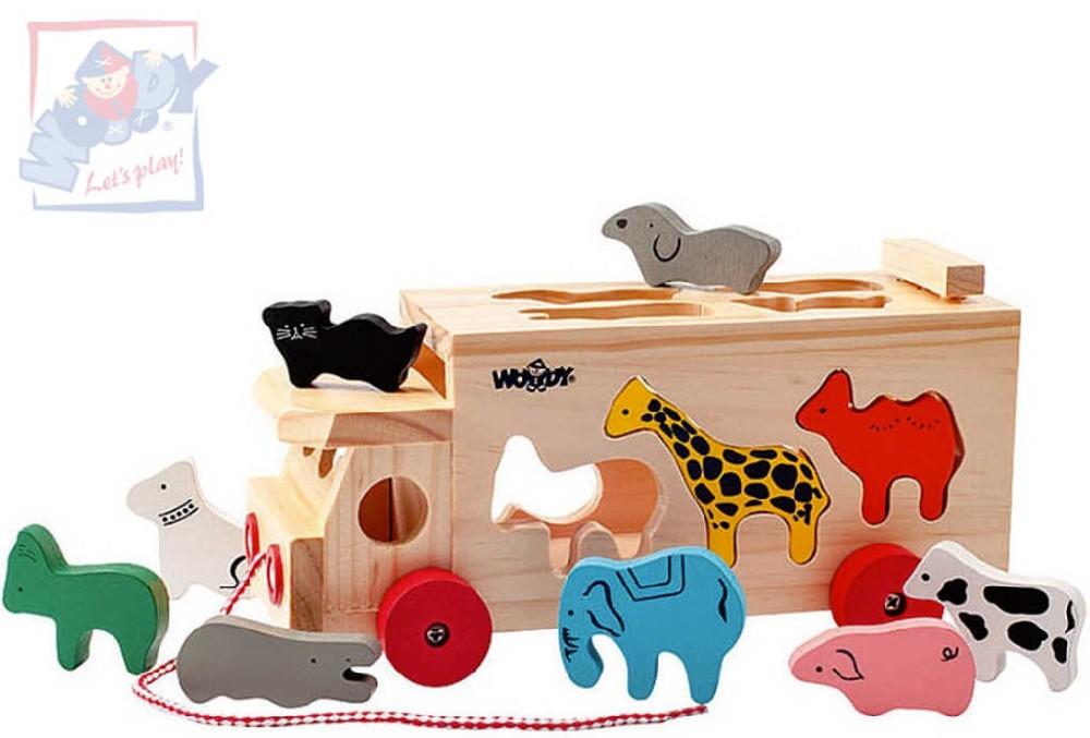 WOODY DŘEVO Baby kamion tahací auto set s vkládacími zvířátky