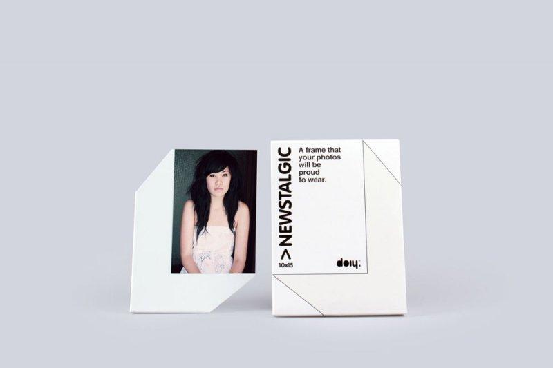 Stojánek na fotku 10x15 s magnetem - bílá