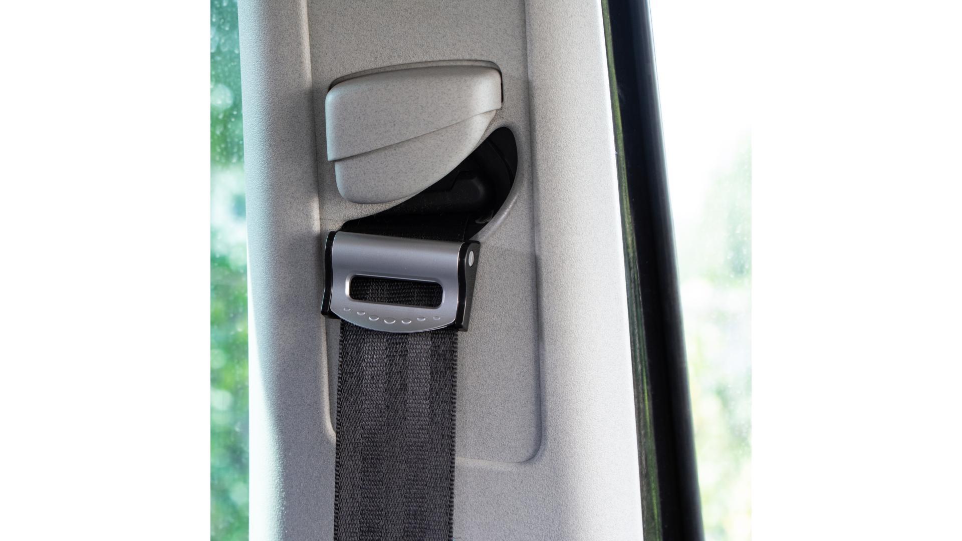 4CARS Zarážka bezpečnostního pasu klip stříbrno černá