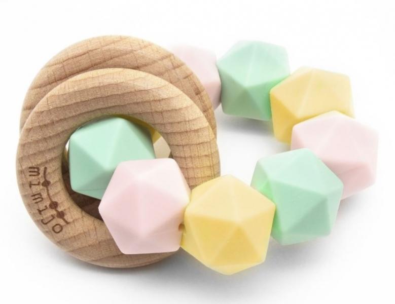 mimijo-silikonove-kousatko-a-chrastitko-2v1-linda-pastelove